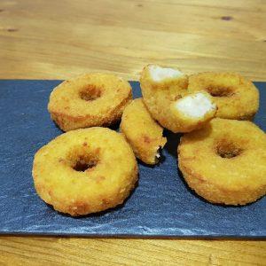 Mini donuts de pollo con perlas de queso