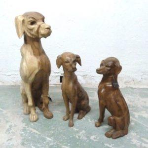 Escultura de Perro guardián tallado
