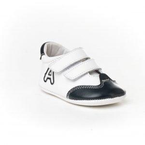 Angelitos, deportiva, sin suela y con puntera reforzada, blanco con detalles en azul marino
