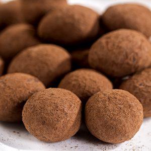 Almendras con praliné de chocolate blanco cubiertas de cacao 1Kg
